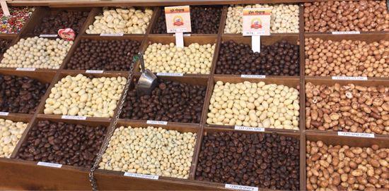 תמונה של שקד מצופה שוקולד מריר - 100 גרם